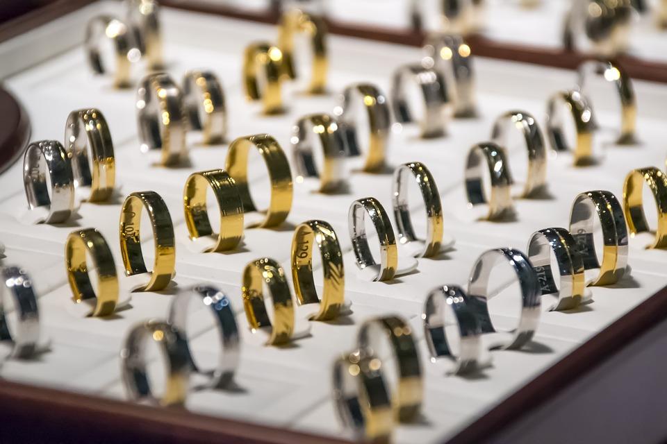 Reduce las opciones de los anillos de boda