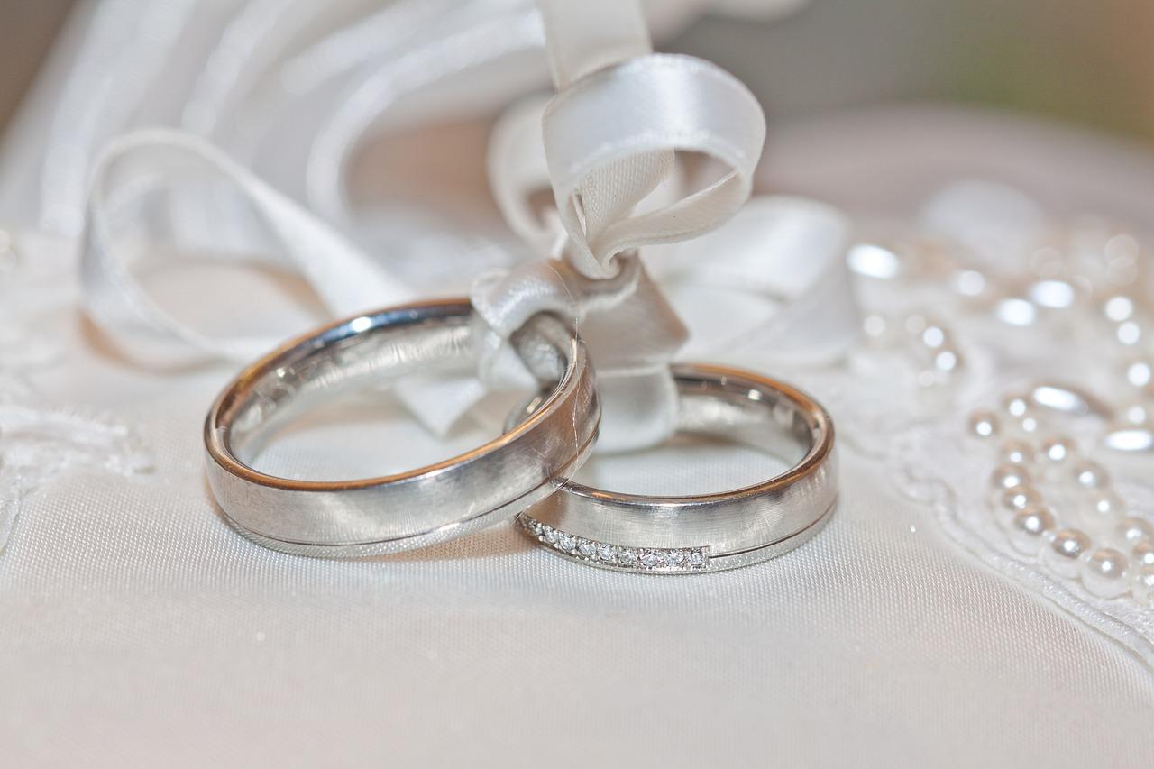 Verifica la calidad de los anillos de boda