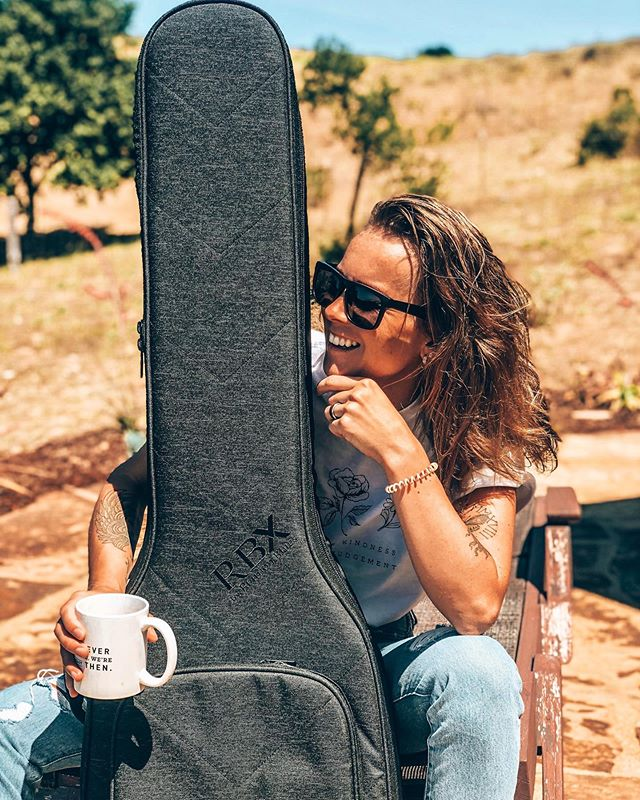 ✨MY GIG BAG GOES GREAT WITH MY MORNING COFFEE✨ Thanks @reunionbluesgigbags for taking such a good care of me and my basses💕