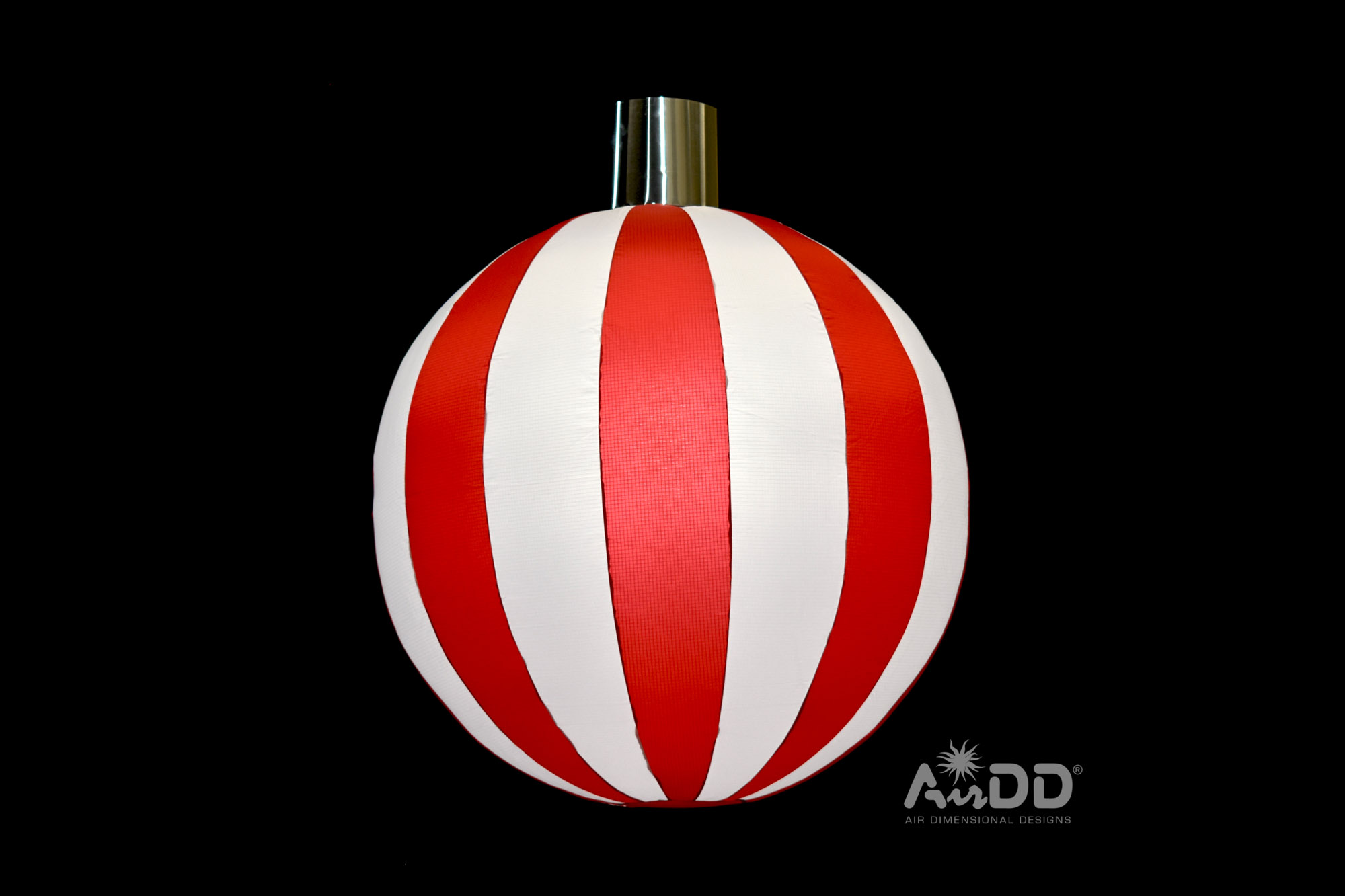 red-white-ornaments-1-uai-2880x1920.jpg