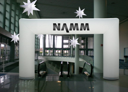 Arch-NAMM-show-b-em-_resize-2.jpg