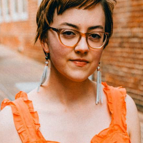 STYLE WISE - Leah Wise works as a blogger, copywriter, speaker, and freelancer on the topic of sustainable fashion in addition to running a nonprofit thrift shop in Charlottesville, VA, where she lives with her grad student husband and pet rats.Based in: USA
