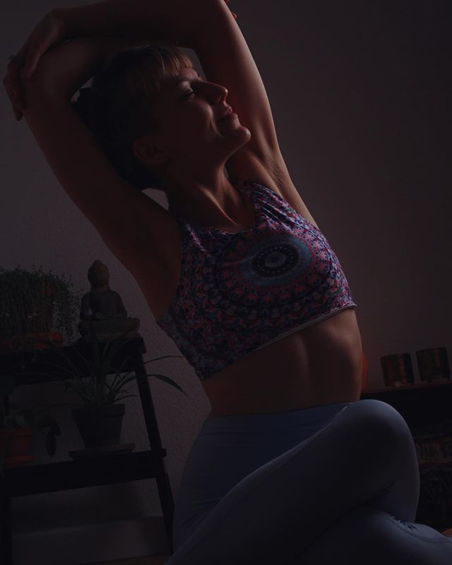 """""""There is a crack, a crack in everything. That's how the light gets in."""" - Leonard Cohen .  I'll let those words speak for themselves. Let them mean what they mean to you... . Sending love, as always. . .  #yoga #yogainsiegen #gomukhasana #loveandalliscoming #practiceandalliscoming #love #selflove 📸 @disaina___0_0"""