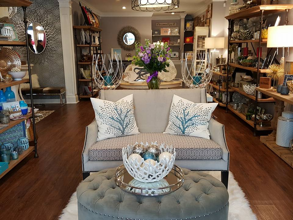 Home Decor - When you enter Quartet, you will be inspired by a spectacular selection of home décor. Among our varied offerings are vases, ginger jars, candleholders, trays, bowls, picture frames, coffee table books and unique objects. Whether you have a special project in mind or need some inspiration for a space in your home, our team is there to help. You will find styling your tables, shelves and mantles a pleasure with a visit to Quartet!