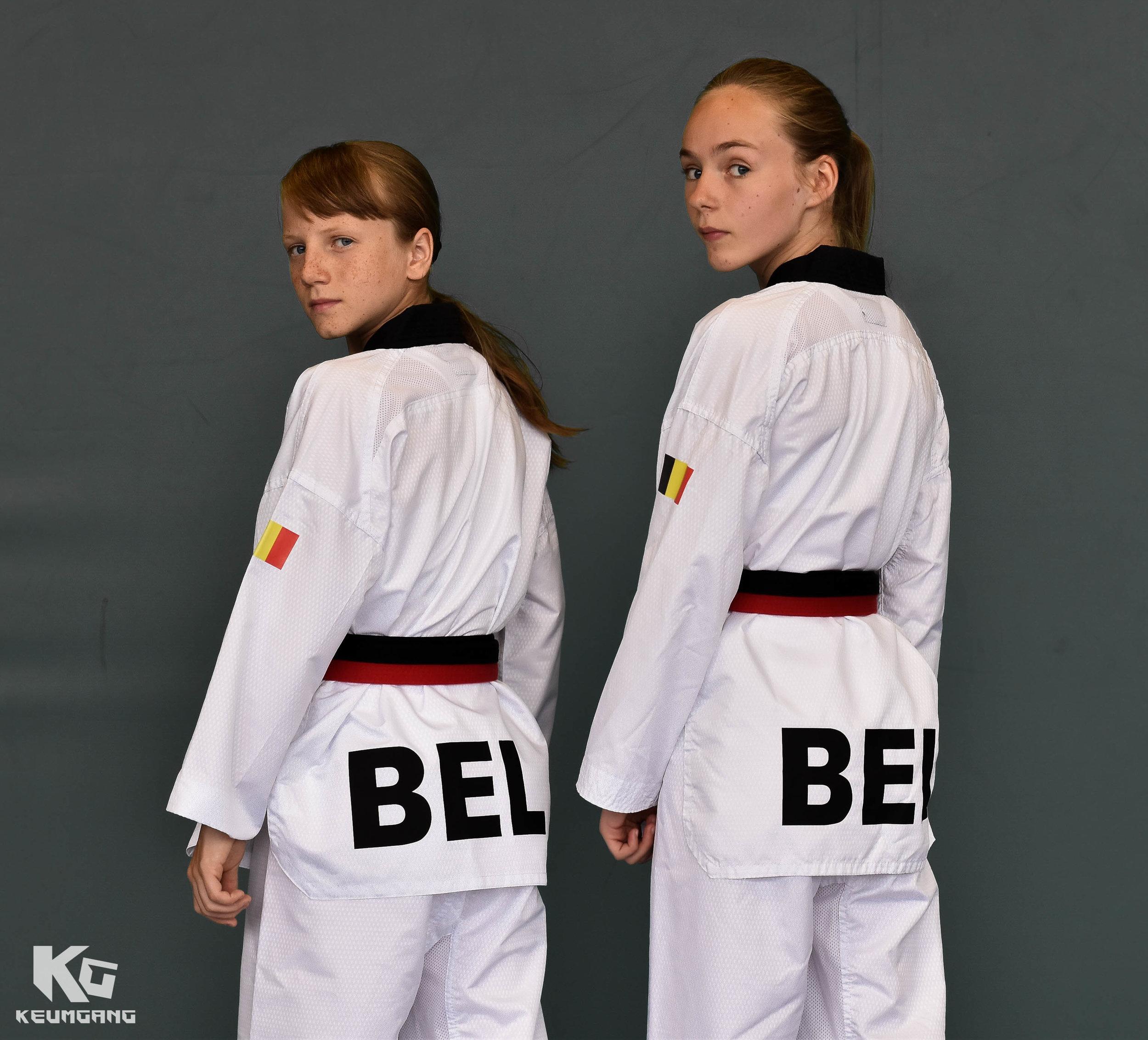 Hanne (l) & Tasha (r) naar WK taekwondo_3.jpg