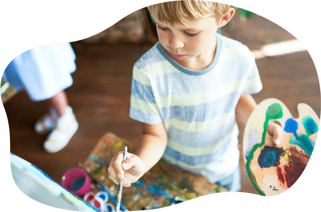 De 6 à 9 ans - Développer son expression et son imaginaire.Tout en découvrant diverses techniques de dessin et peinture (crayon, fusain, peinture, aquarelle, modelage…), les enfants exerceront leur habileté et leur sens de l'observation grâce à des exercices ludiques aux thématiques variées.