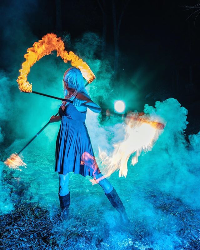 A magical shot of @kimtreks spinning double staff at a photo shoot we did last week. Look for her performing this summer @basslakewatersports Photo by @platform_studios #firedancer #fireartist #doublestaff #manafire #kimtreks #fireperformer #basslakeca #basslakewatersports