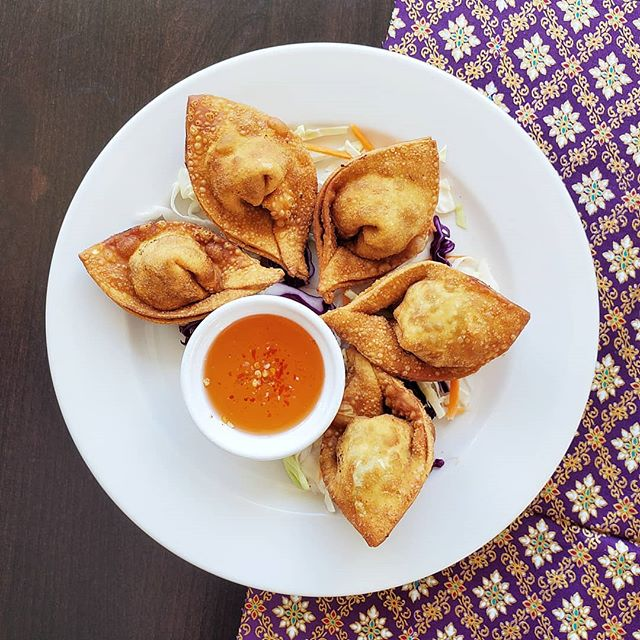 Chicken Curry Puffs 😍 You get the best of both worlds~ Crispy outside with a delicious curry filling! 🍛 • • • #stpaul #minneapolis #mnfoodie #foodie #thaifood #thaicuisine #curry #chickencurry #puff #mpls #restaurant #cafe #585basilcafe #yelpmn #food #foodlover #foodstagram #foodpics #yelp #foodphotography #foodiesofinstagram