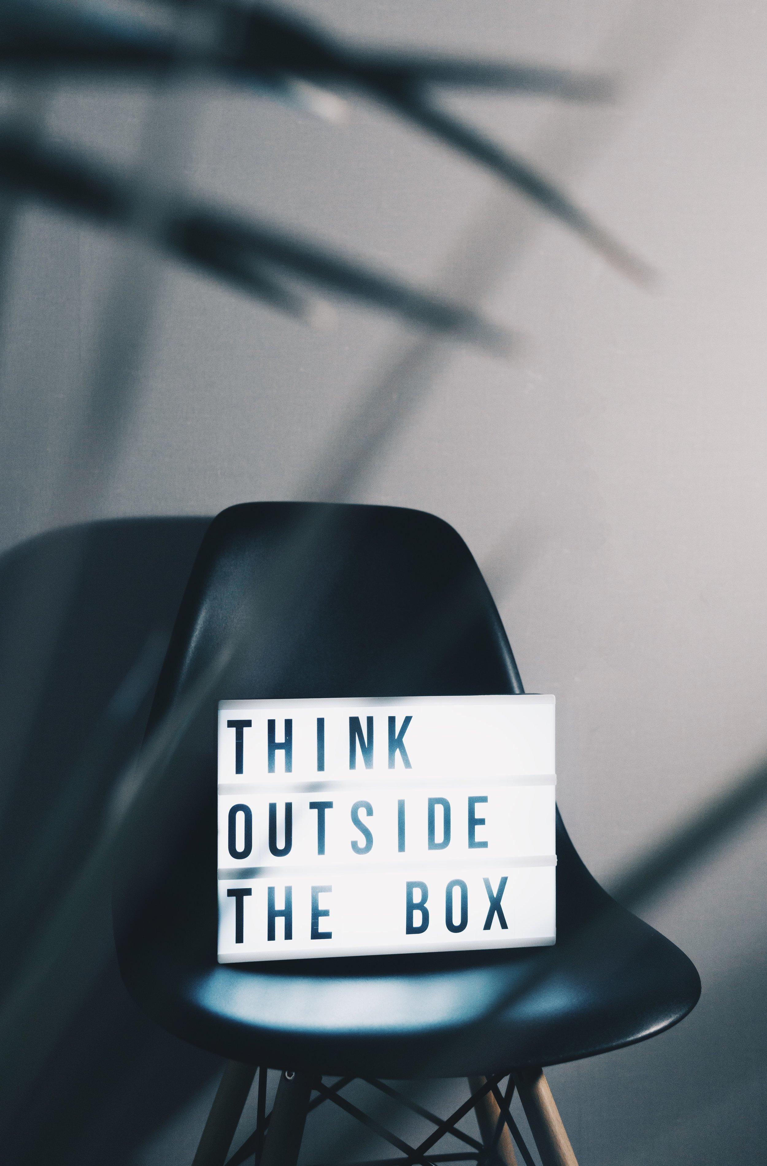 INNOVATE. - Unser interdisziplinäres Team aus allen Bereichen des Innovations-managements arbeitet konsequent nutzerorientiert und bindet die Zielgruppen aktiv in die Erstellung von Produkten und Services ein. Dazu nutzen wir eine Sandbox, die gefüllt ist mit unterschiedlichsten Methoden und Werkzeugen.