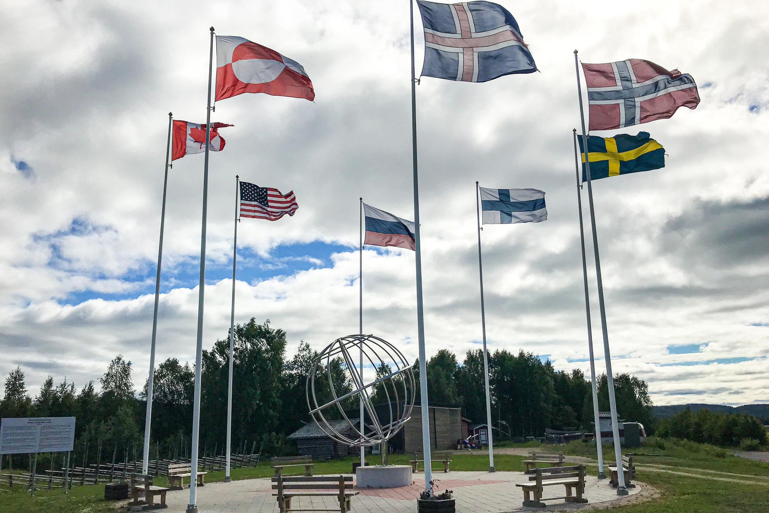 Arctic Circle monument in Övertorneå Juoksengi