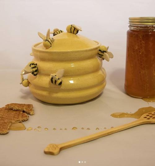 Bee Hive Jar - JarCone 6 StonewareOxidation