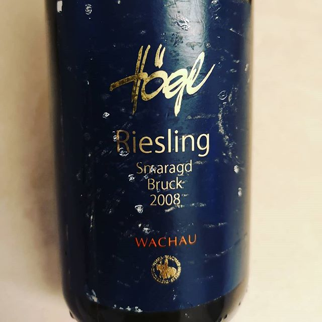 Austrian Riesling is delicious!! Smaragd is the top designation in the Wachau region, standing for alc. content from 12.5% upward with high grade of ripeness and natural concentration.  #vineawachau #austrianwine #austrianriesling #weinguthögl