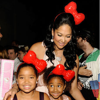 Kimora Lee Simmons and daughters in Chubby Bunny bows