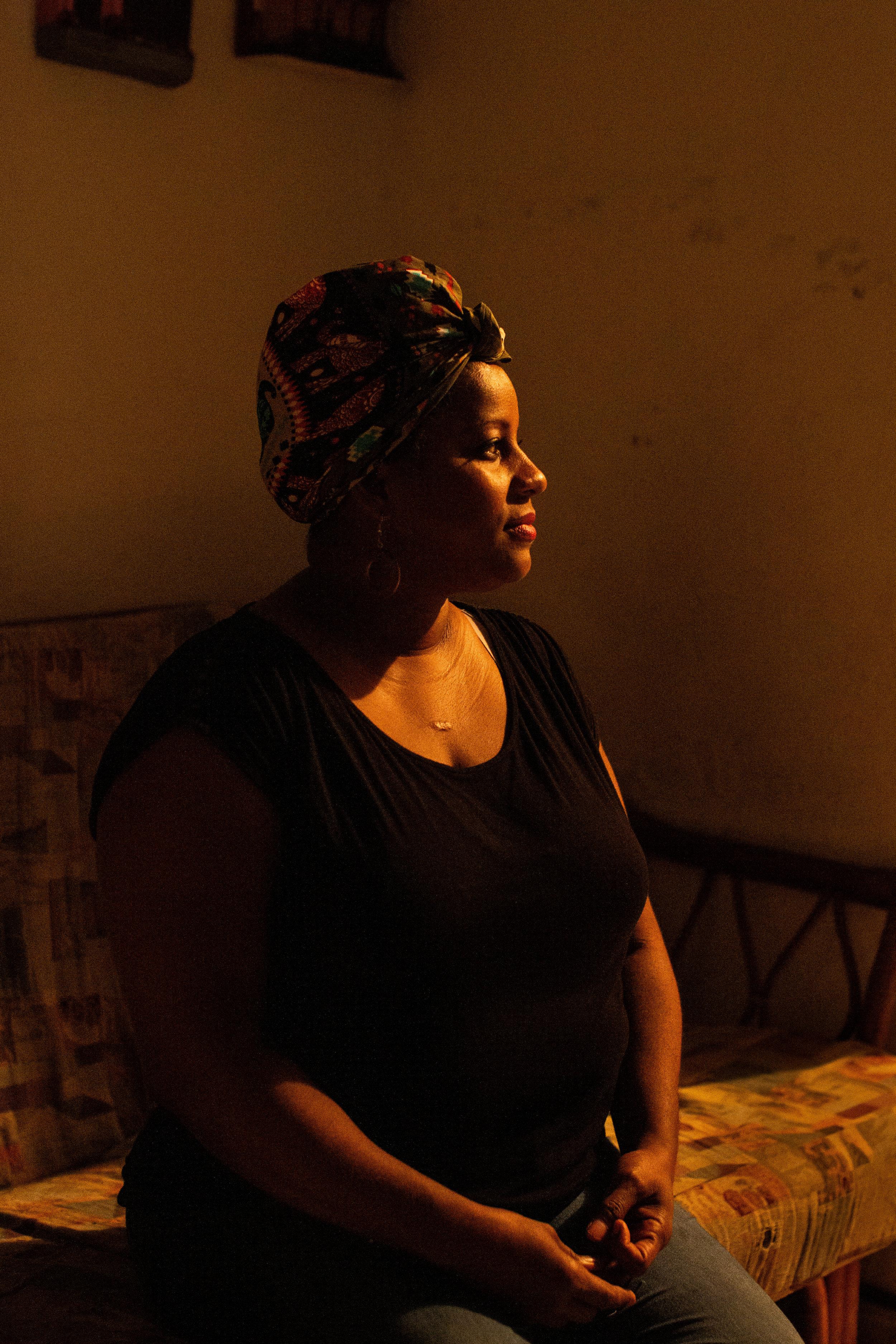 Glenny Alvarez, líder comunitaria y participante del Caldero de las Ideas del Colectivo ILÉ posa para un retrato en su hogar en El Barrio San Antón, Carolina, P.R., el 23 de abril de 2019.