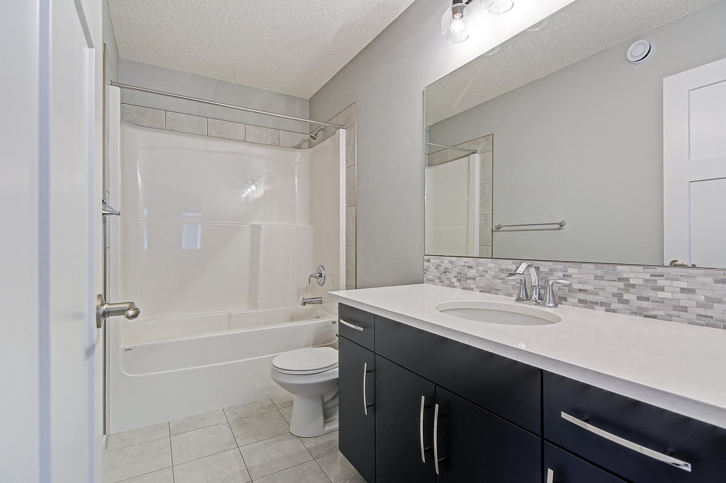 18-upper bathroom-.jpg