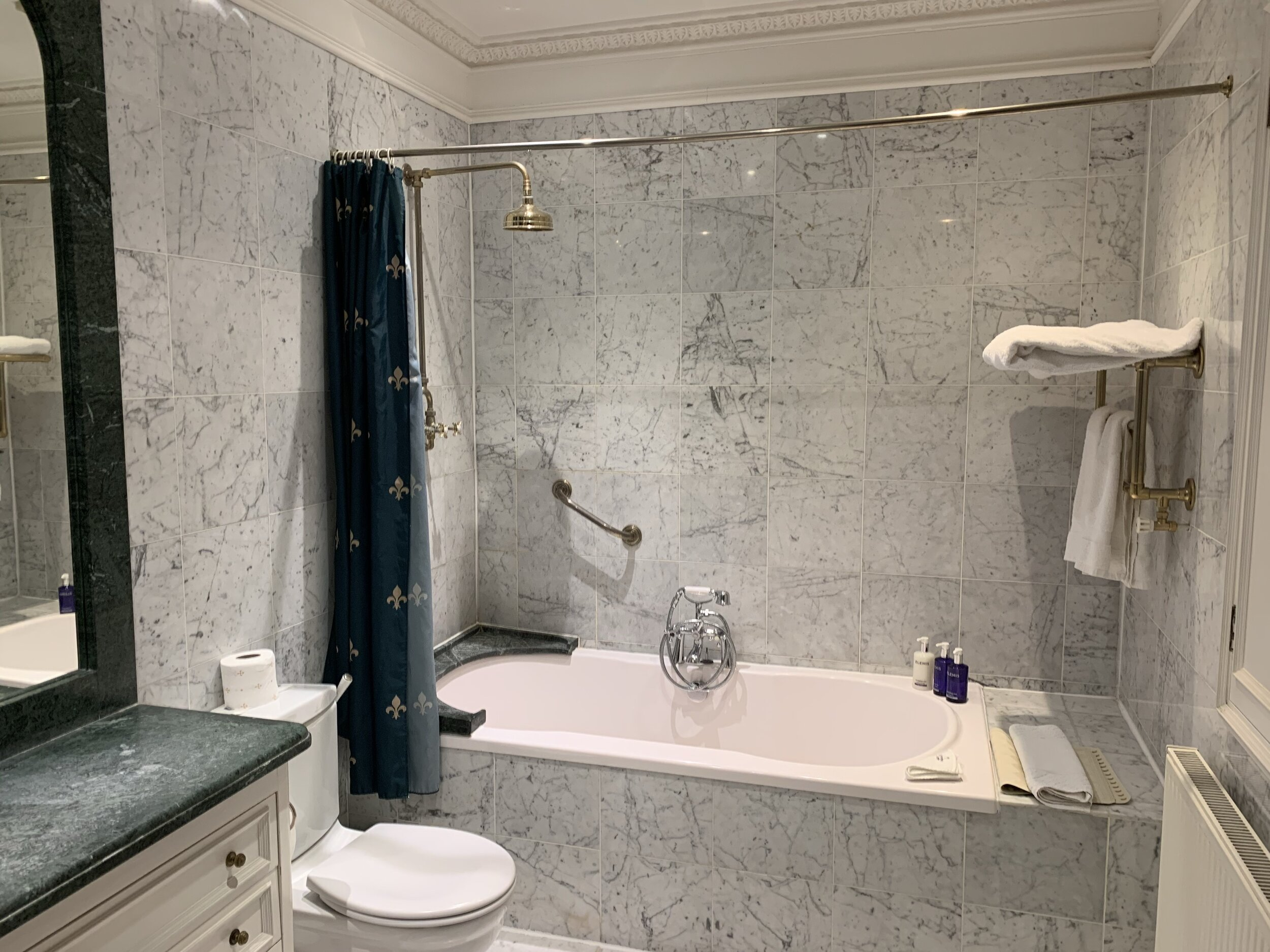 Superior Suite, Bathroom