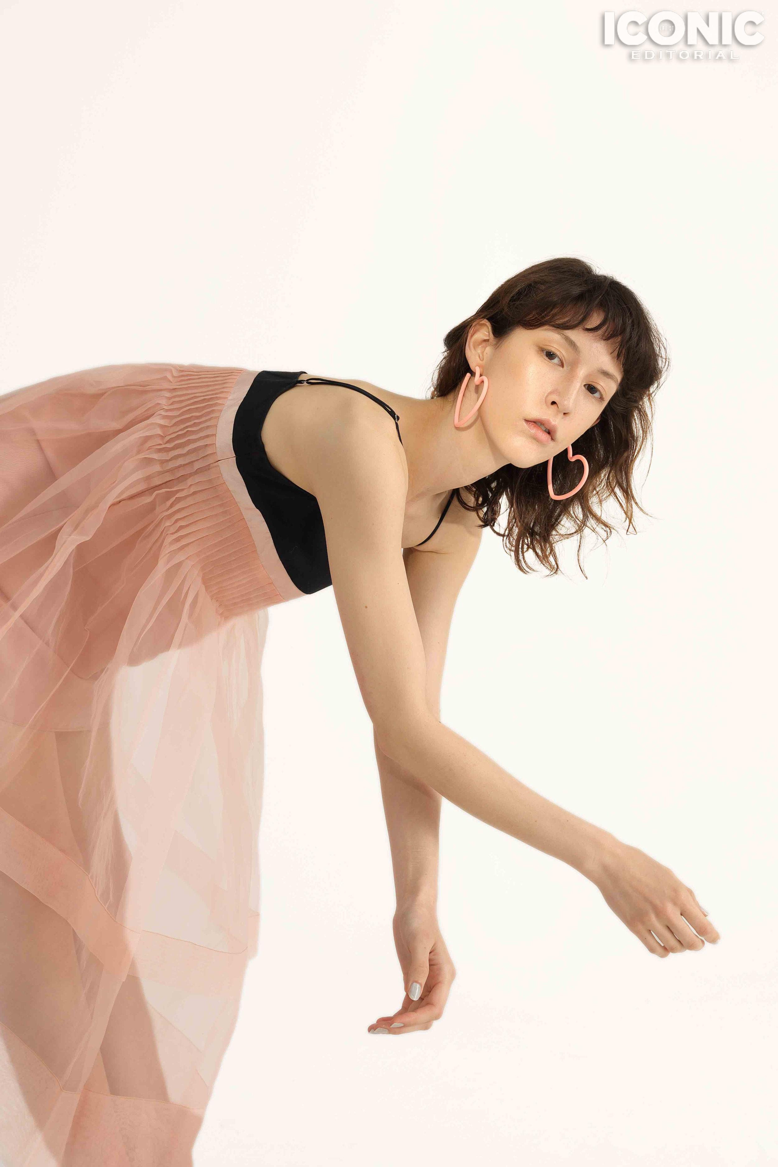 2/8  Pink Dress |  @awaylee  Earings | Zegl  © Leesin