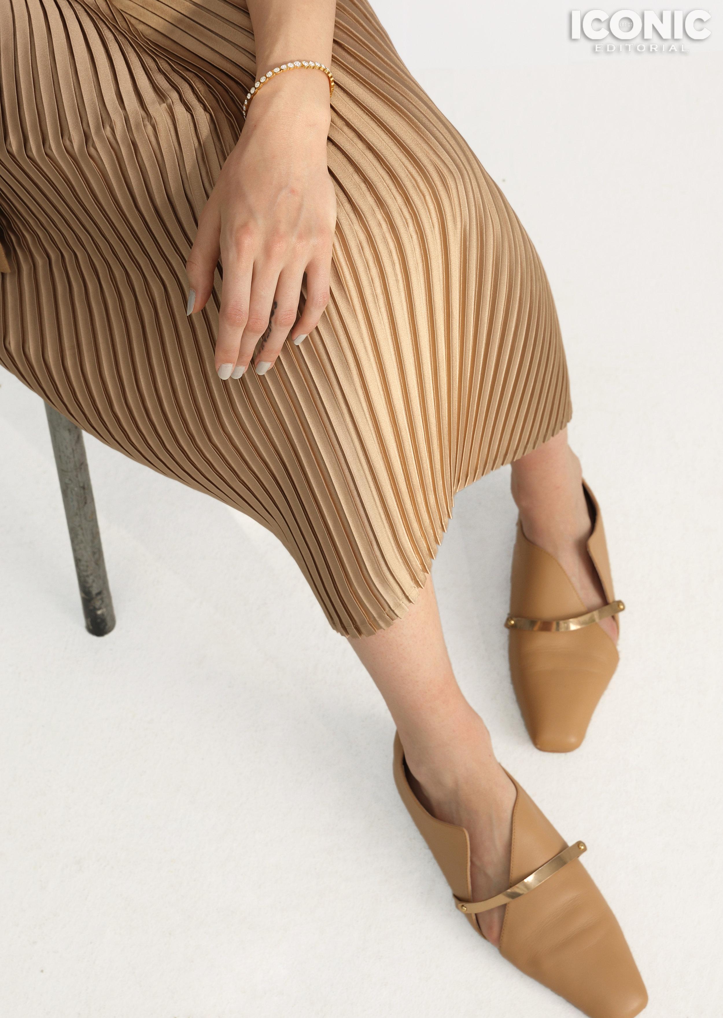 7/8  Dress & Shoes |  @lanneret.ins   © Leesin
