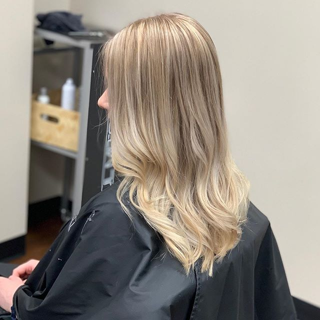 Swipe to see the before! ➡️ #beforeandafter #haircolor #haircut #passionateabouthair #licensetocreate #lovesherjob #jessica #paulmitchellcolor #paulmitchellpro #healthyhair #painting #foiledhair @hairby_jessh @paulmitchellus @paulmitchellpro