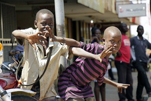people-of-uganda-2379954__340.jpg