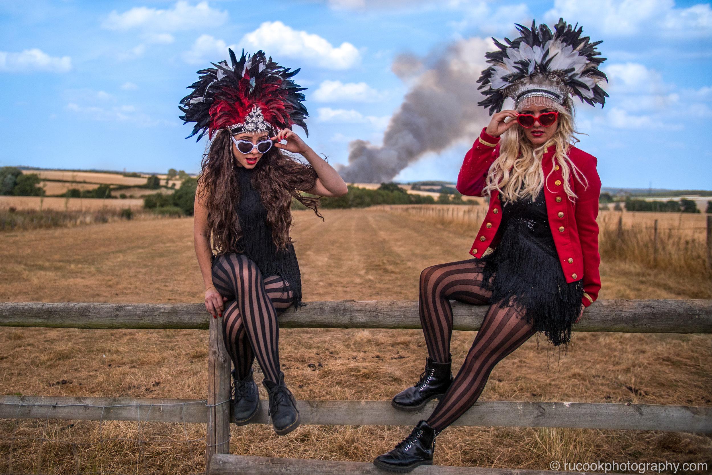 Models: Vicki Olivia & Fiona Salomon
