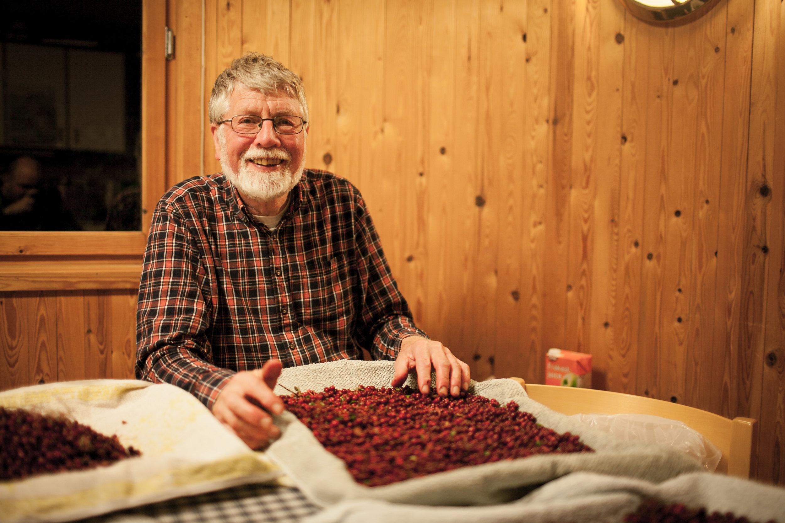 BÆRPLUKKING - Vi trenger Liahjelpere som vil plukke blåbær, tyttebær og hagebær – gjerne multer! Disse brukes i matlagingen og bakingen på Lia.Tid: slutten av juli - midten av september. Avhengig av værforhold.