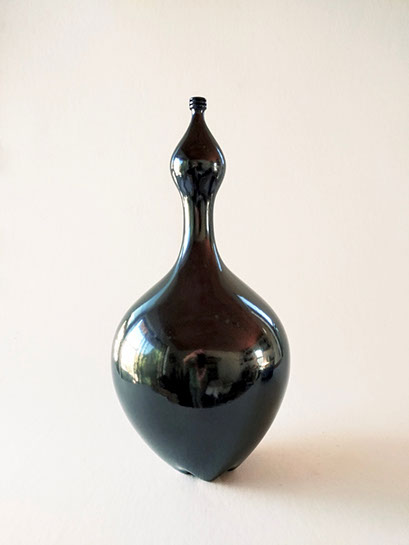 """Jami Porter Lara, """"Genie LDS-MHB-GEBR-1016CE-01"""", 17.5"""" x 9"""" x 9"""", wood-fired clay"""