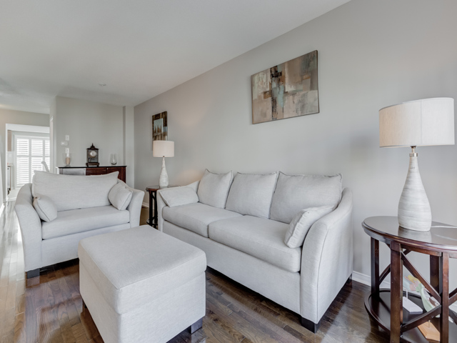 $649,000 - Highly sought-after, rare end-unit townhouse!