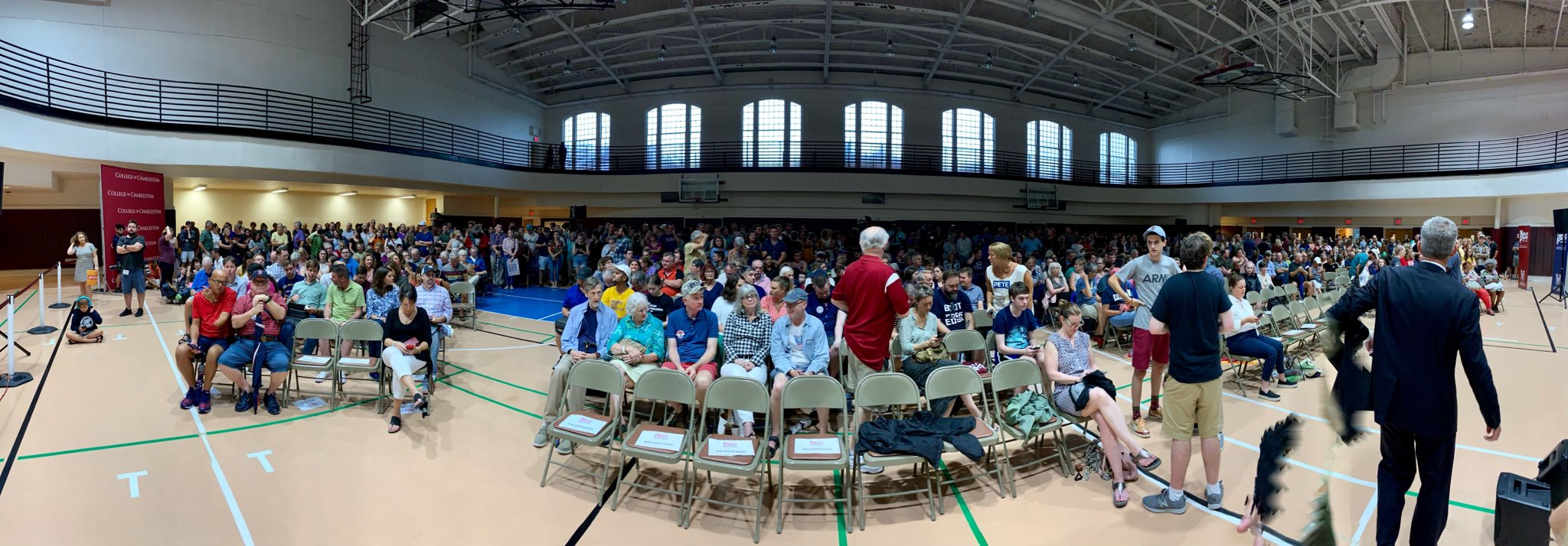 Standing room only crowd for Pete. Posted by Charleston4Pete  (LINK)