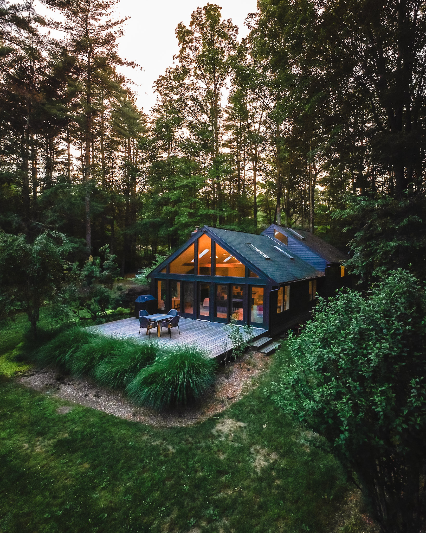 Photography of Cabin 8 by  Chris Daniele