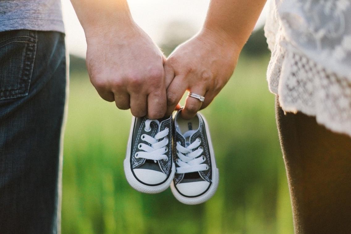 holding-hands-918990_1280.jpg