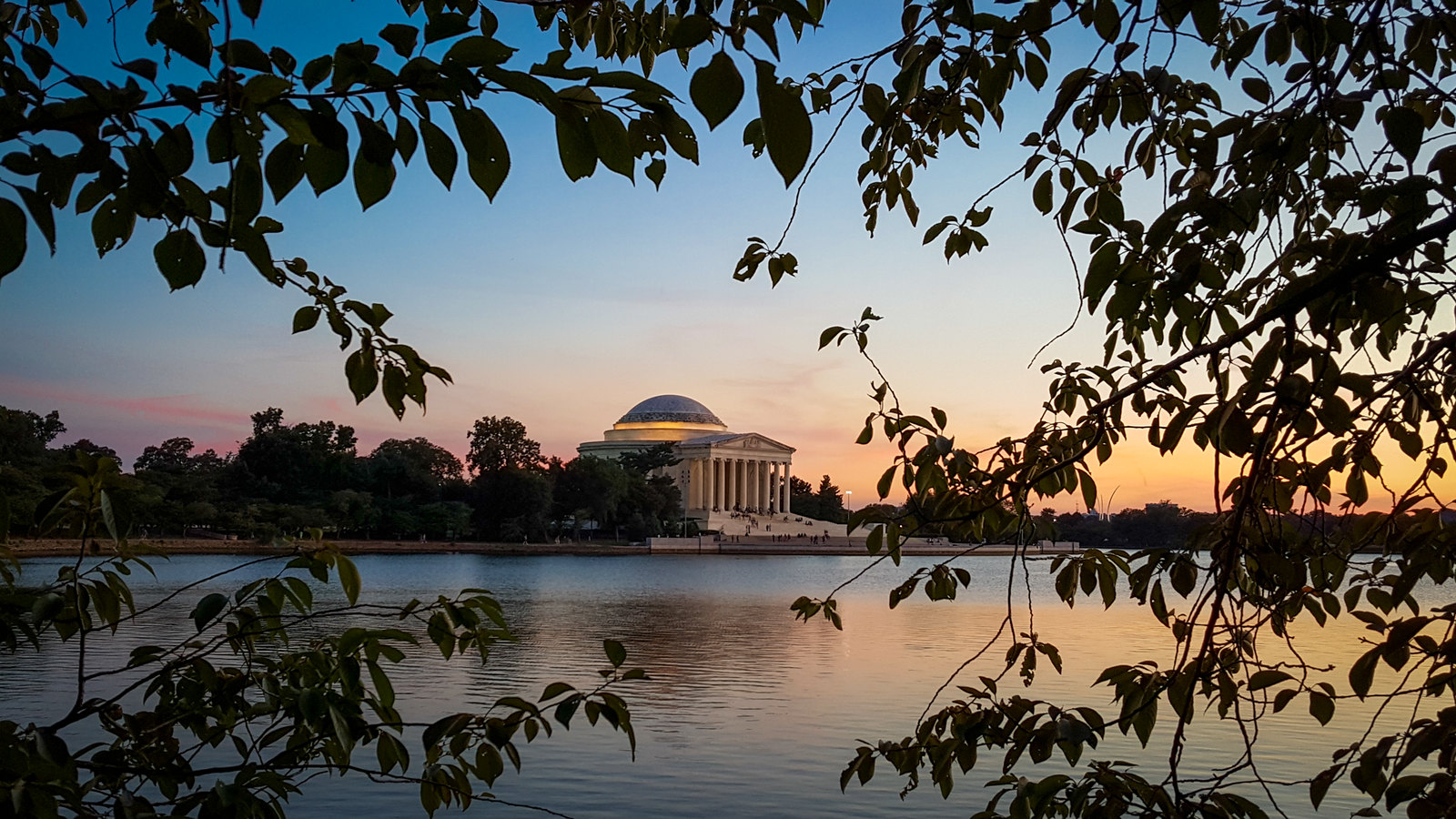 Jefferson Memorial at Dusk  | Samsung Galaxy S6 | Not exactly a full-frame bokeh beast…