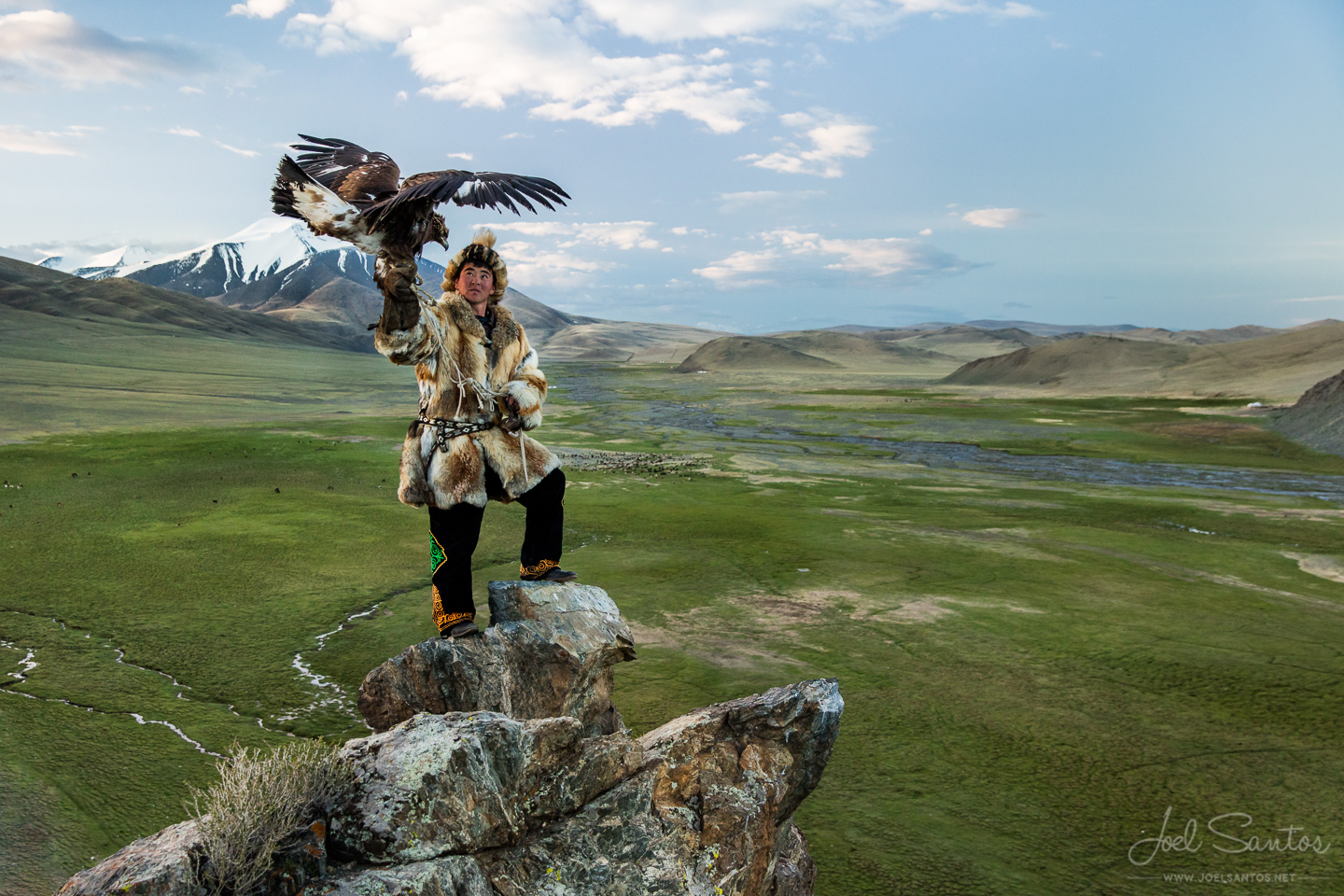 NOMAD HUNTERS - Eagle Hunters, the Tsaatan (Reindeer people) and KAZAKH Nomad MIGRATIONS