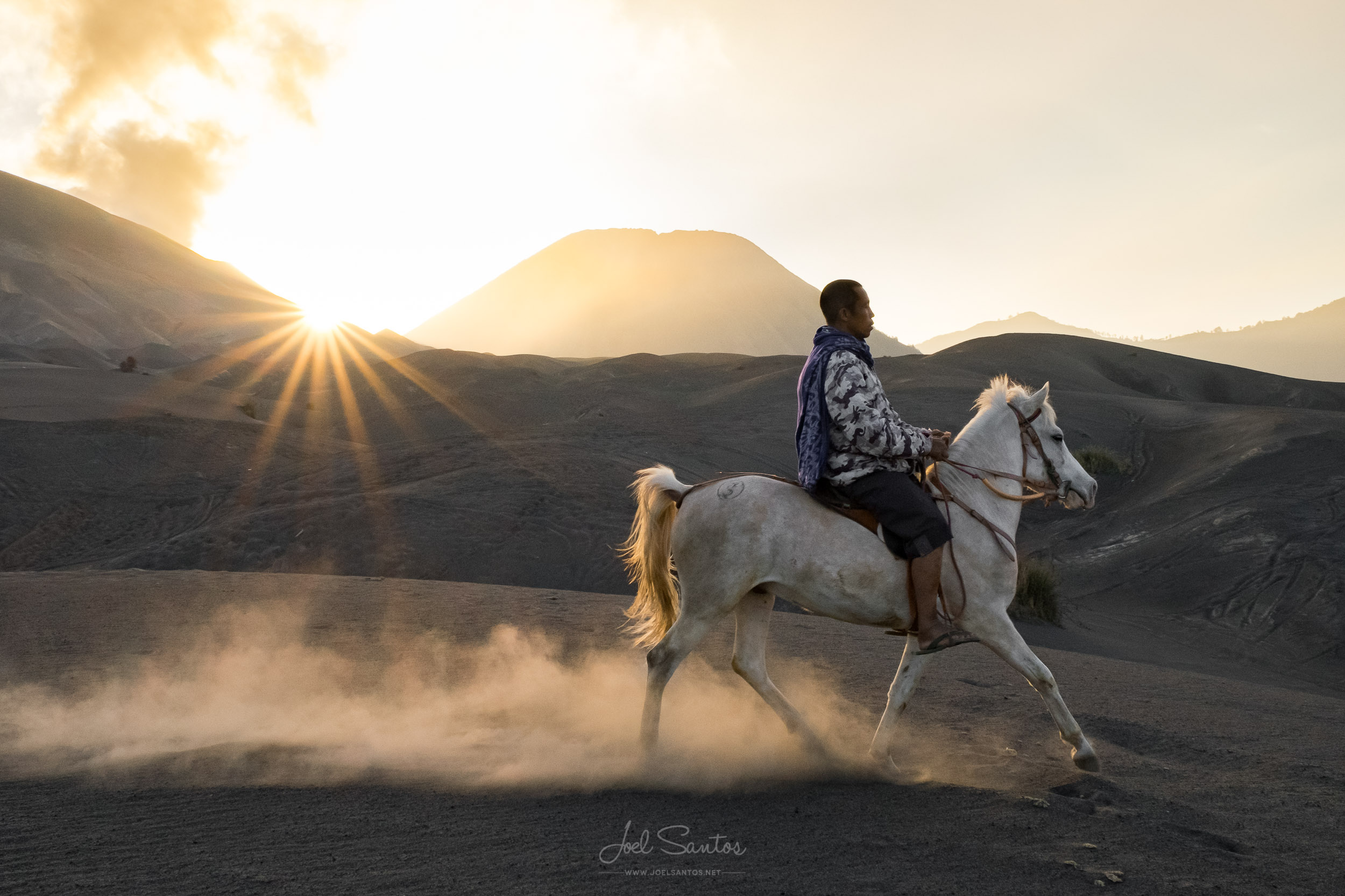 Man on with horse over volcanic ash, Mount Bromo Volcano, Java i