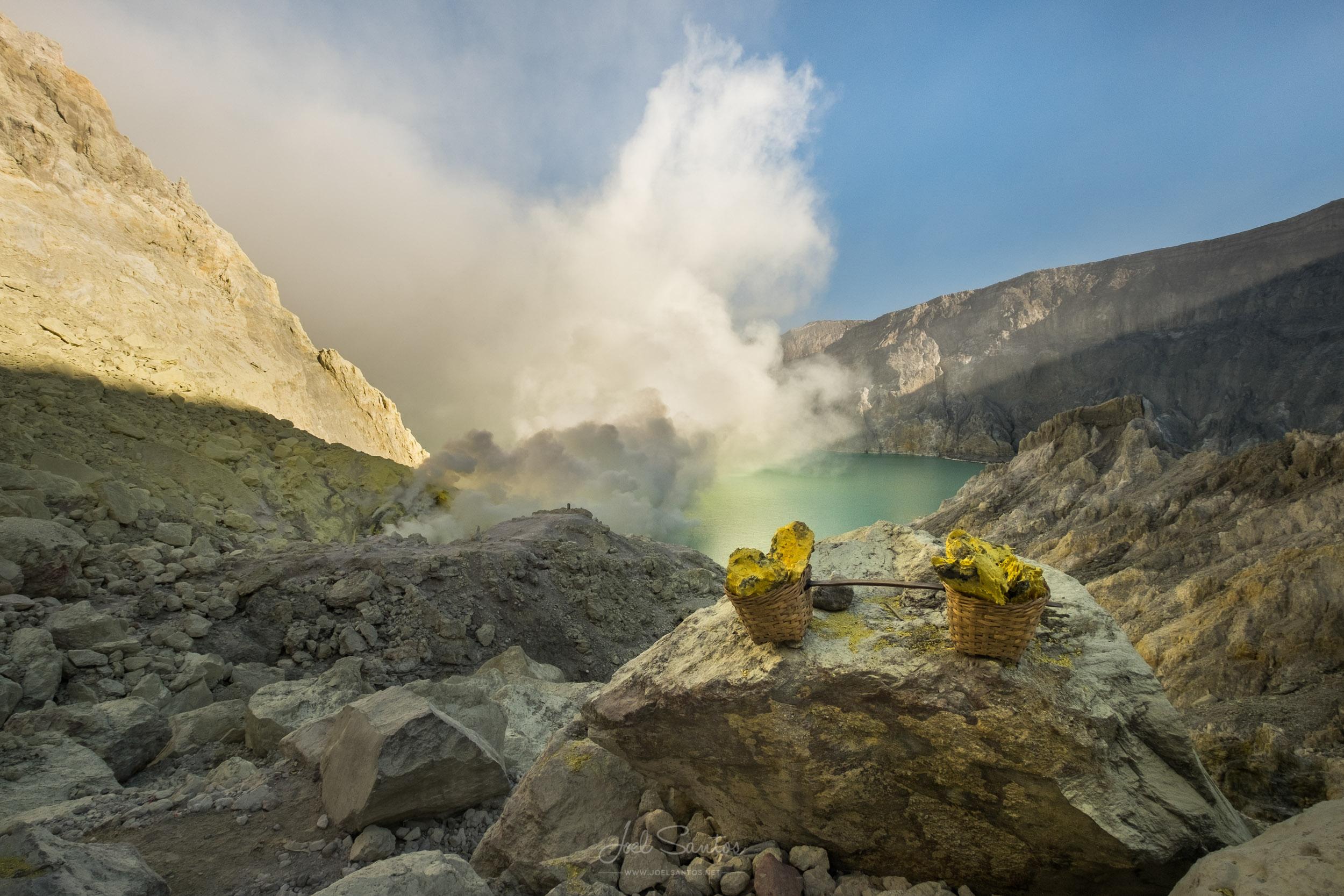 Sulphur fumes, gases and blocks,  Kawah Ijen Volcano , Java isla
