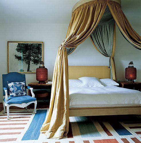 """baldachin - ha nem is kastélyban laksz, de mindig is arra vágytál, itt az idő, hogy hálószobádon kezdd az időutazást! álmaid baldachinját mi elkészítjük neked, egy szép függönnyel fejed felett máris """"chateau"""" -ban fekszel és ébredsz nap mint nap!"""