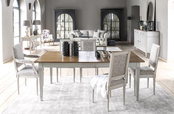 """sTENDHAL - Időtlen elegancia jellemzi ezt a klasszikusan 18. századi stílusjegyekkel díszített bútorcsaládot. A kollekció darabjai jól kombinálhatóak egy modern nappali és ebédlő térben. a hagyományosan tálalásra tervezett """"drapéria asztalt"""" akár konzol asztalként is használhatod, helyezd rá kedvenc porcelánjaidat, dekoráld ernyős lámpákkal!"""