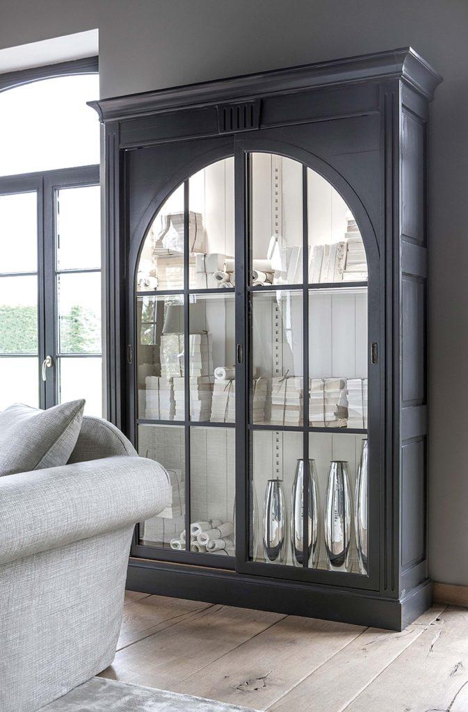 GRANGE vitrines szekrény a STENDHAL kollekcióból. Mi kedvenc lakásillatainkat tároljuk benne, Te mire használnád?