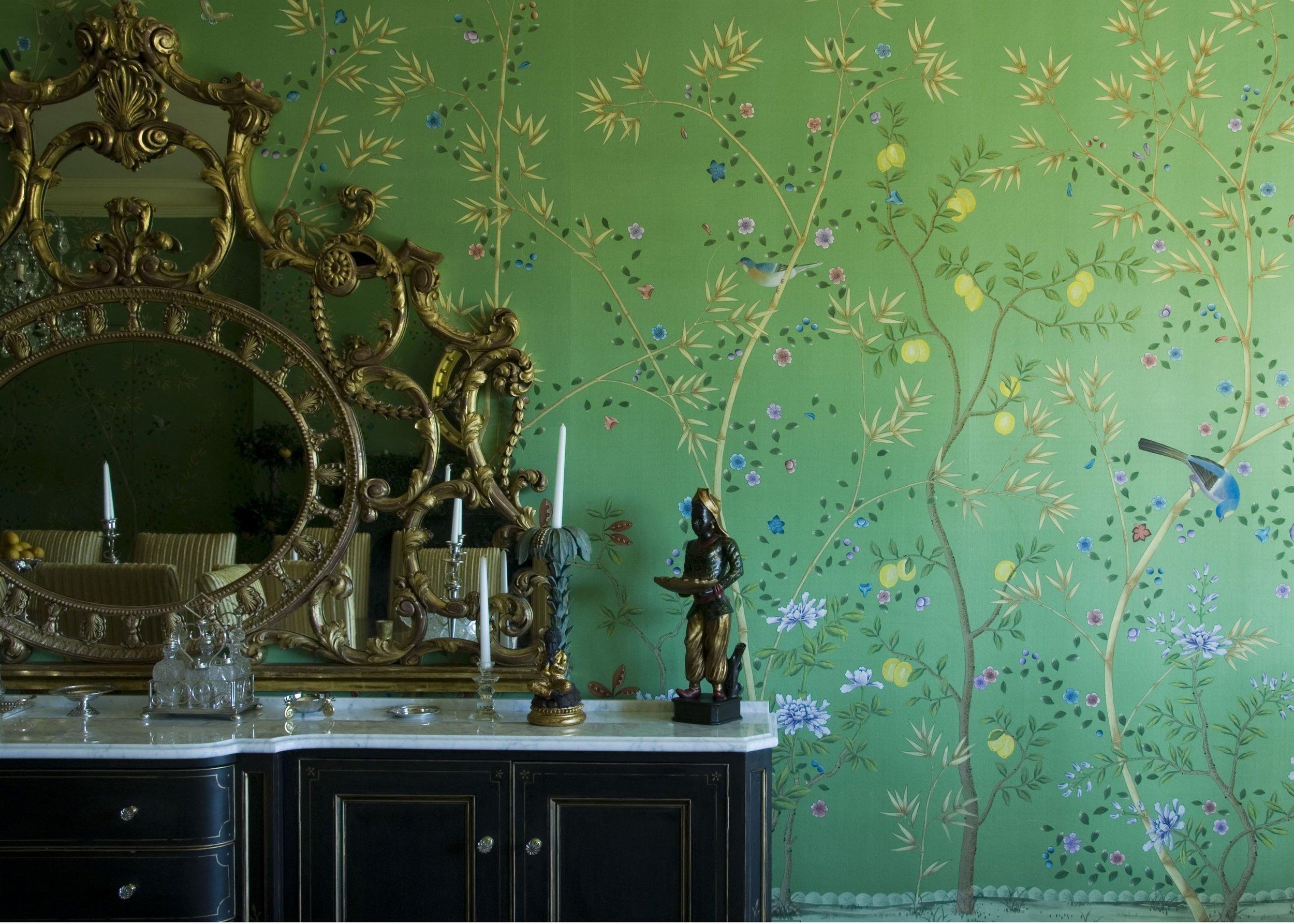 FROMENTAL tapéta smaragd zöld selyem alapon hímzett. Több színben rendelhető!