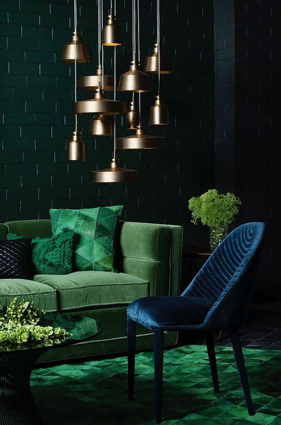 Drágakövek találékozása: smaragd és lapislazuli színek bársony kárpitokon, keress fel minket bátran, bútoraidnak új életet adunk és függönyeidet is felfrissítjük az új színeidhez!
