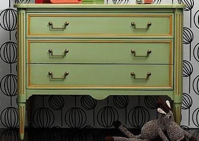 Grange komód - A nálunk megrendelt bútoroknál akár három különböző színt is választhatsz, a felületi és díszítő szín mellett a bútor belseje is lehet drámaian eltérő és kontrasztos látvány. próbáld ki!