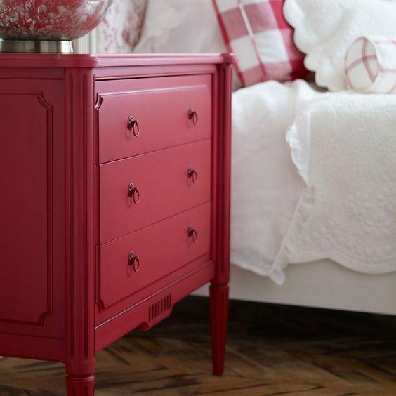 GRANGE ERMITAGE - hálószoba kollekciónkat bármilyen színben megrendelheted - Rajtad múlik mit alkotsz - miért is ne lehetne akár piros az éjjeli szekrényed?