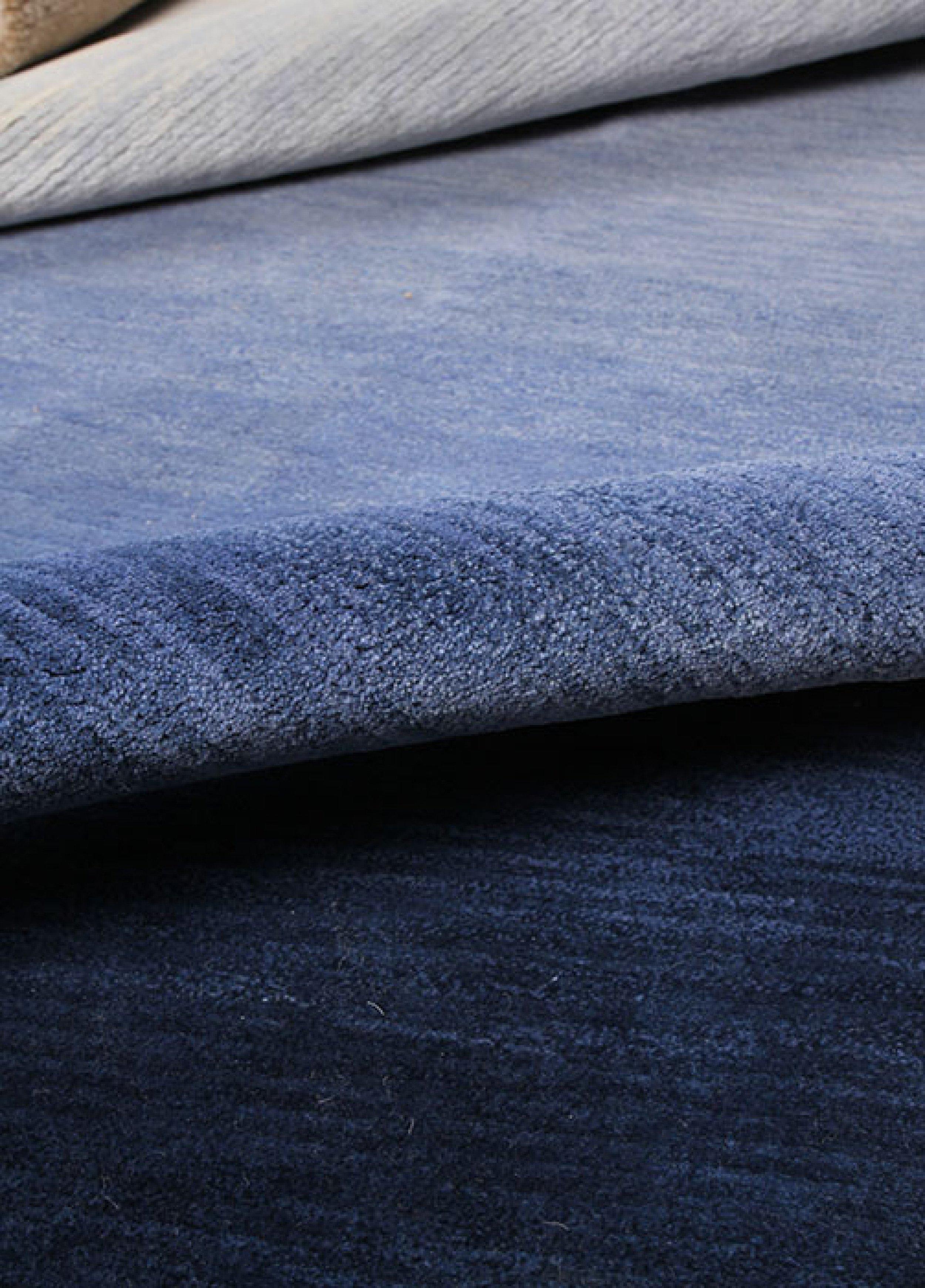 kézi csomózás - francia ízléssel megalkotott szőnyegeink Nepáli manufaktúrában készülnek hagyományos kézi eljárással. a S/ALON-on megtekintheted és meg is tapinthatod majd e remekműveket!