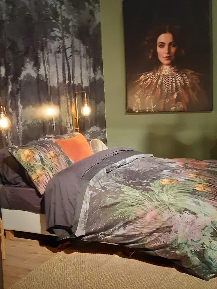 ágyak & HÁLÓK - A s/alon-on az idei hálószoba trend a mély és fülledt színeket, buja mintákat és távoli kertek gazdag botanikus rajzolatait keltette életre.a maya home által forgalmazott olasz luxus ágyneműk között is szemezgethetsz hasonlókat, pillants bele kínálatunkba!
