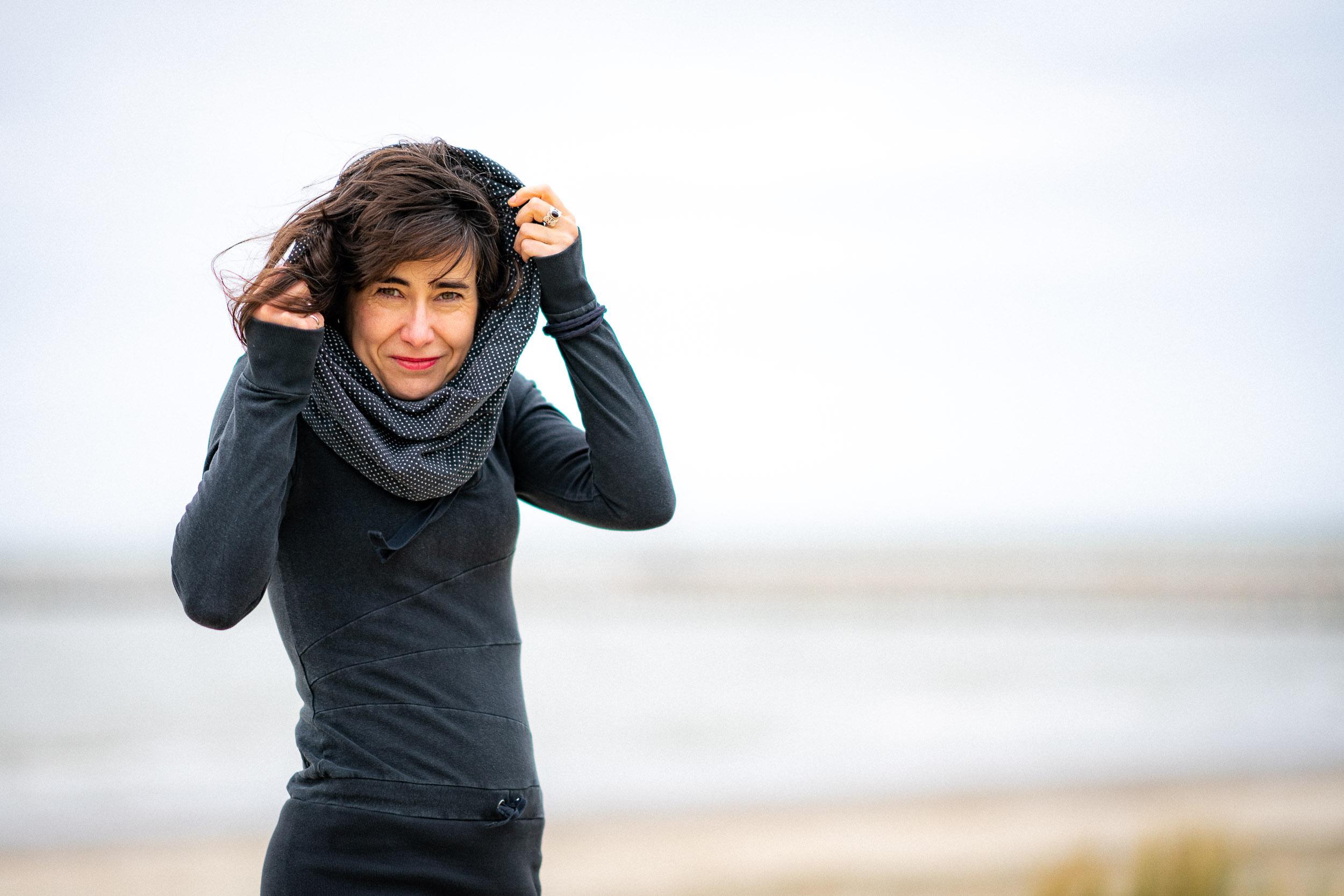 Photo de portrait en extérieur à la mer