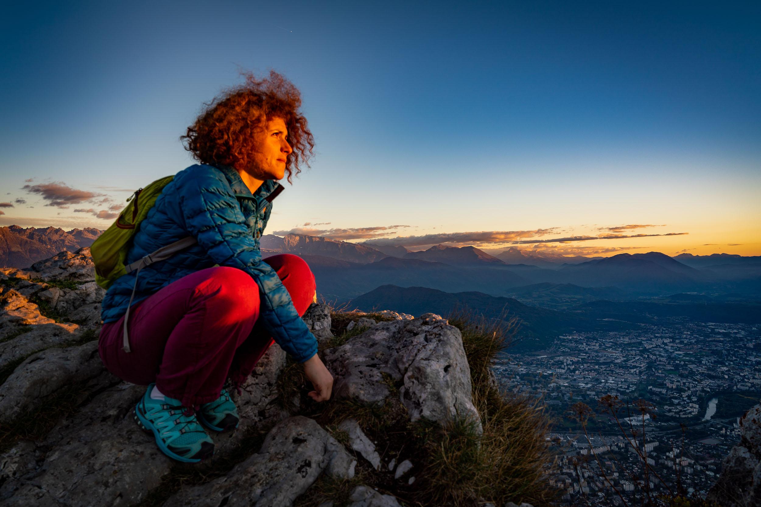 Photographe d'événement en voyage dans les Alpes