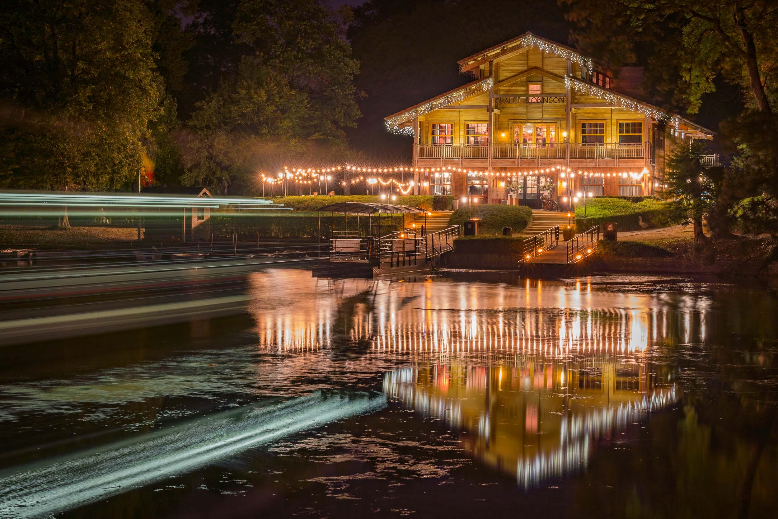 Photographie de nuit du Chalet Robinson