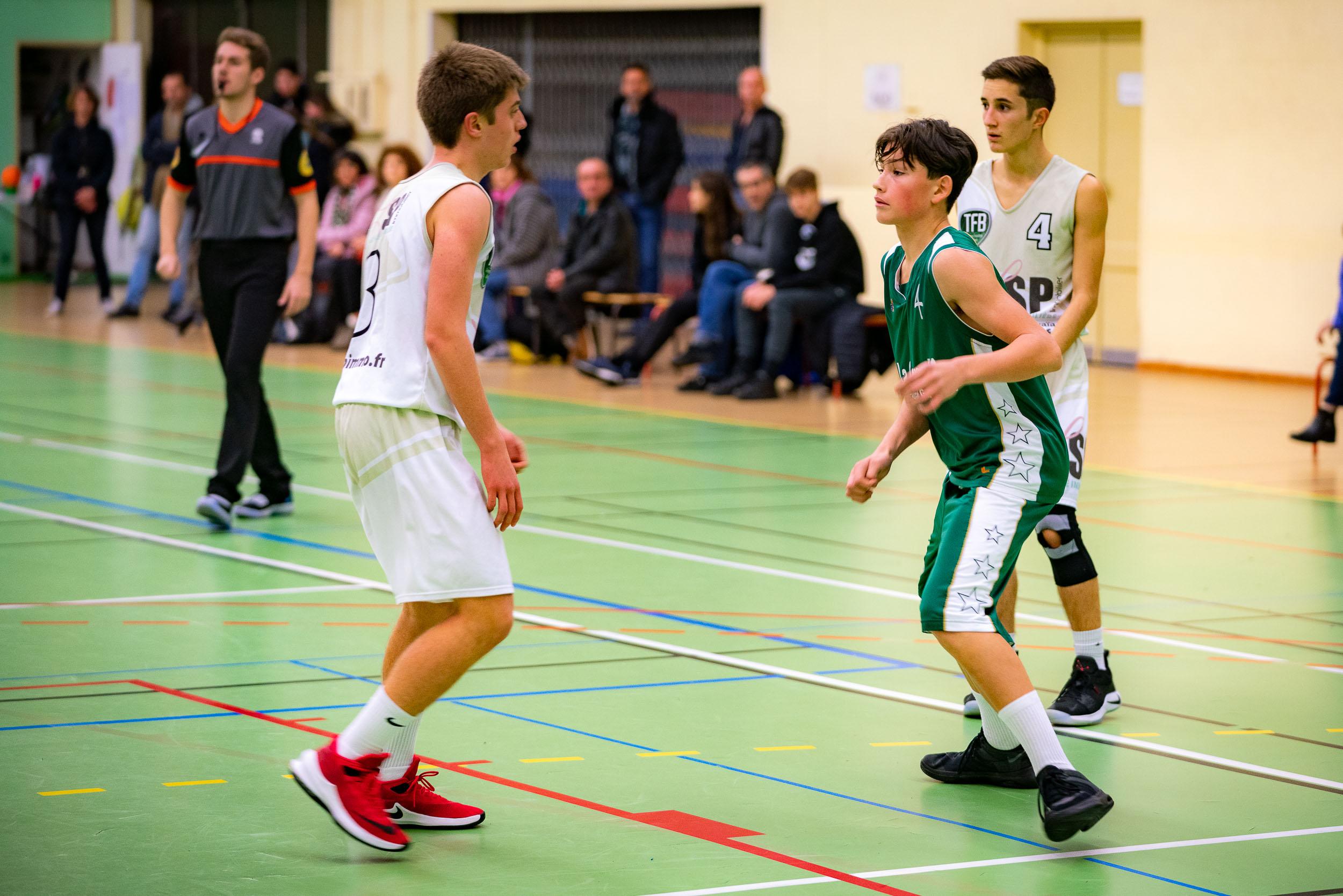 Match de basket couvert par un photographe d'événements
