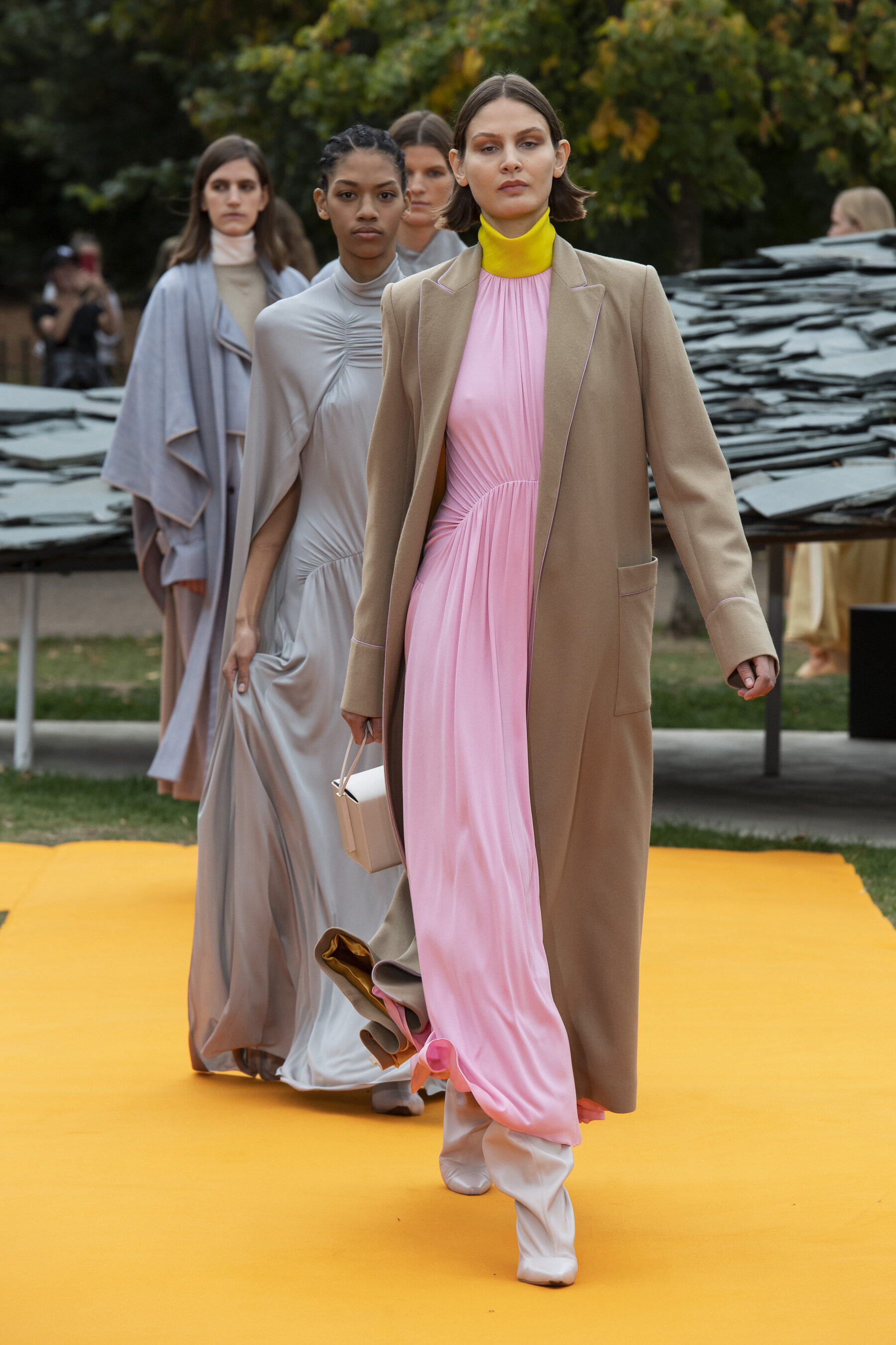 La colección de Roksanda SS20 se presentó en The Serpentine Gallery durante London Fashion Week .(Imagen: theimpression.com)