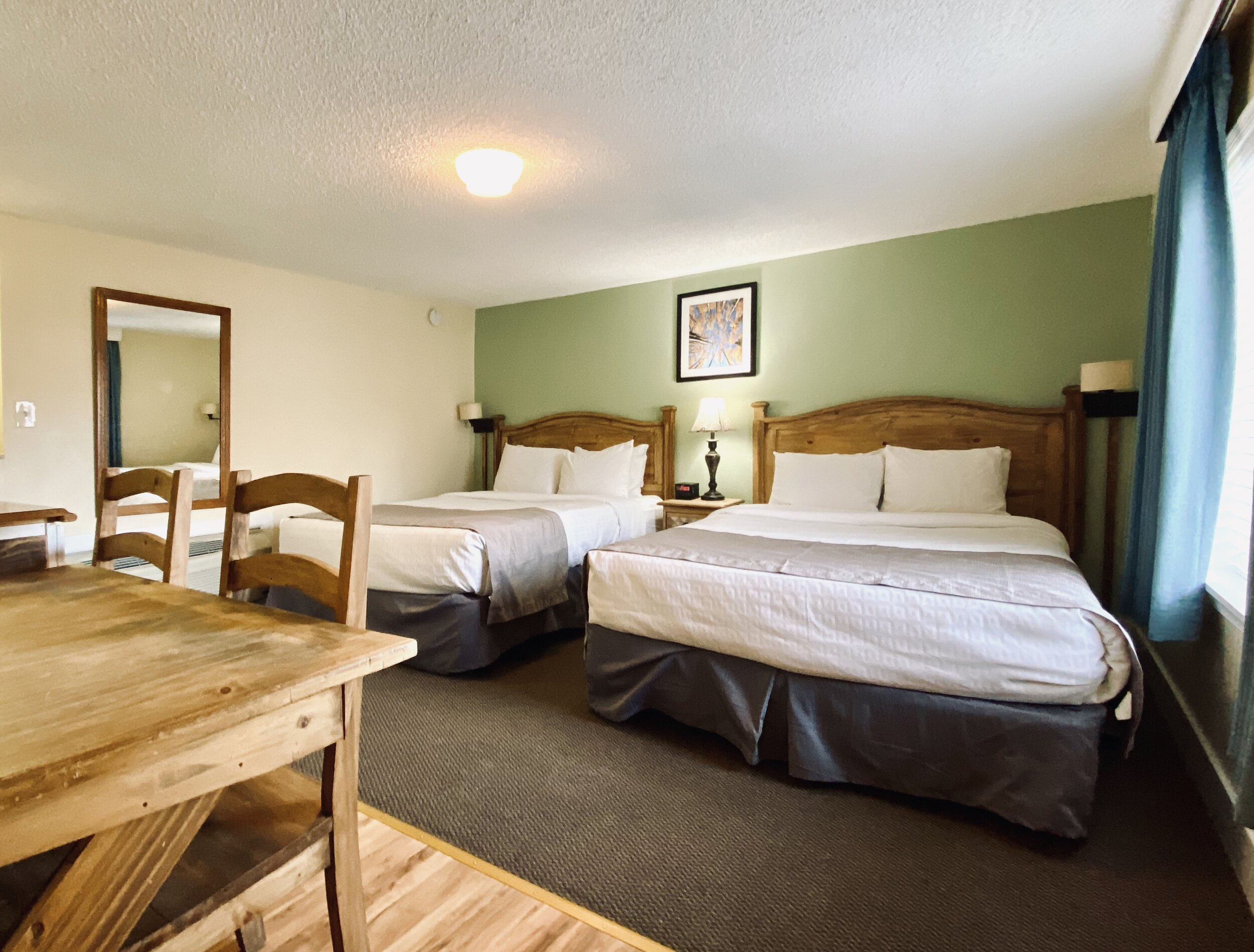 Picture of: Salida Two Bedroom Family Cottage With Three Queen Beds Salida Inn Monarch Suites